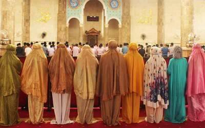 Awalnya Penasaran, Wanita Ateis Ini Masuk Islam