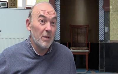Mendengar Adzan, Pria Skotlandia Ini Memeluk Islam