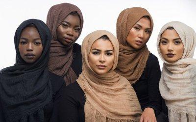 Sesuaikan Warna Hijab dengan Warna Kulitmu