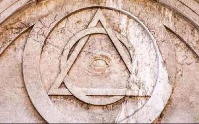 Heboh Illuminati, Ketahui Sejarah Simbol Segitiga Mata Satu dan Bahayanya untuk Muslimin