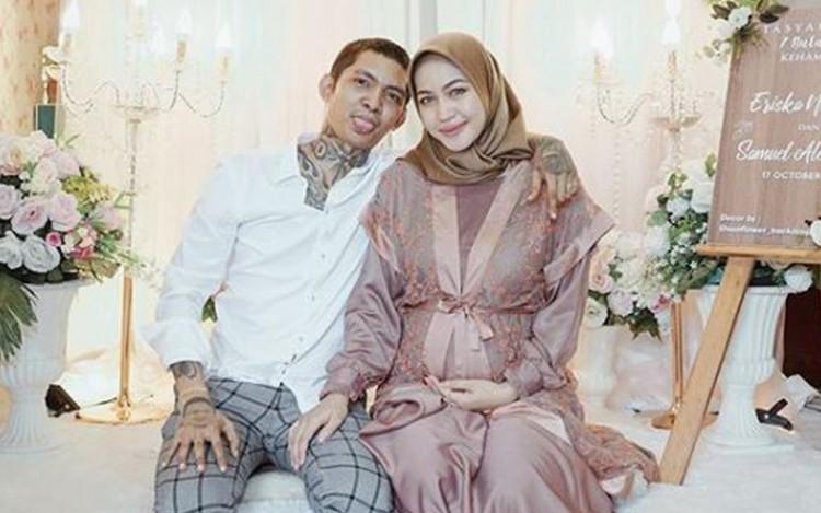 Tasyakuran Tujuh Bulan, Cantiknya Istri Young Lex Kenakan Hijab