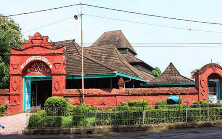 Napak Tilas Masjid Agung Sang Cipta Rasa, Kesultanan Cirebon