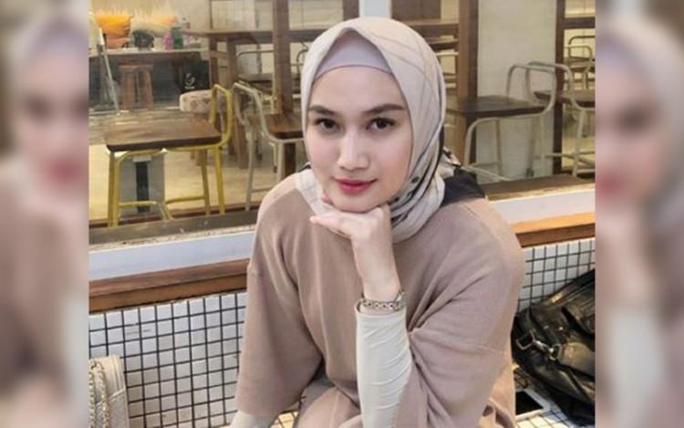 5 Inspirasi Busana Muslim Warna Pastel ala Melody Eks JKT48