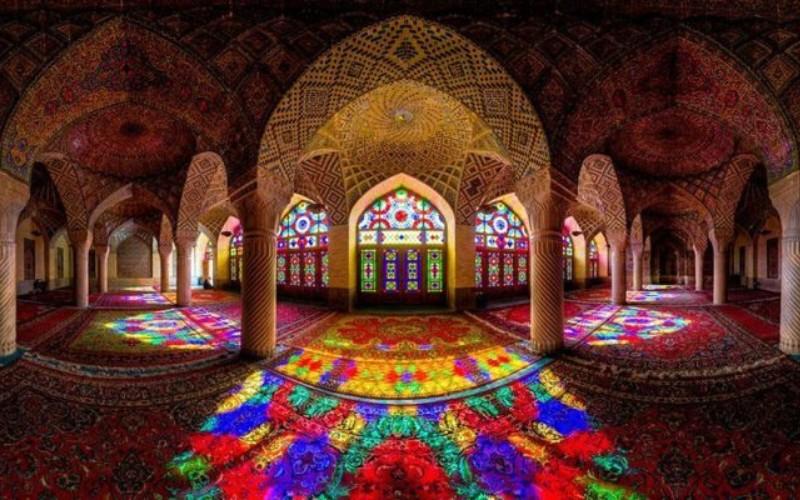 Menelisik Indahnya Warna-Warni Masjid Nasir Al-Mulk Shiraz