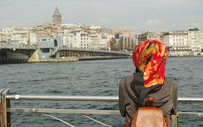 7 Tips Mencegah Bau Apek Saat Mengenakan Hijab