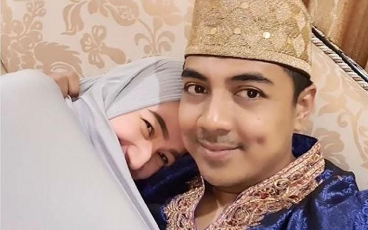 "Unggah Foto Dengan Sang Suami, Caption Postingan Indri Giana ""Kode"" Sedang Hamil?"