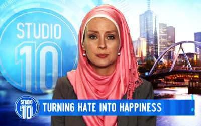 Susan Carland Lawan Anti Islam Dengan Menyumbang UNICEF
