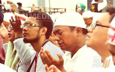 Ustadz Arifin dan Jutaan Peserta Aksi Menangis Doakan Hidayah Untuk Ahok