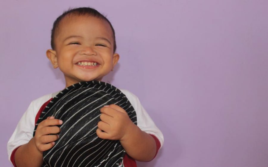 4 Aktivitas untuk Melatih Sensorimotor Bayi