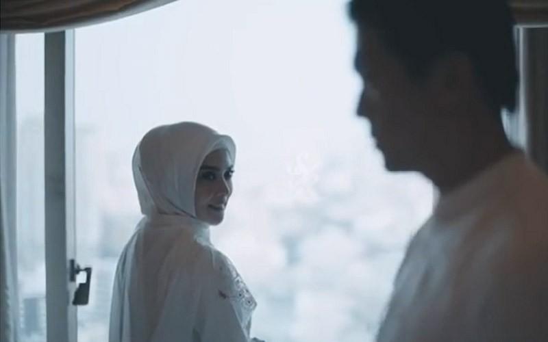 Cantik, Syahrini Kenakan Jilbab Saat Akad