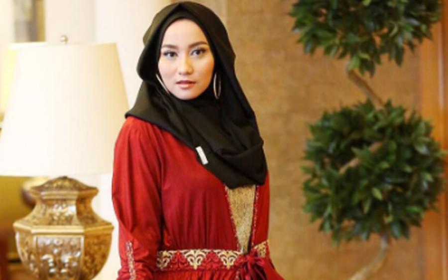 Mengenal Anniesa Hasibuan, Desainer Muda yang Mengenalkan Hijab di New York Fashion Week