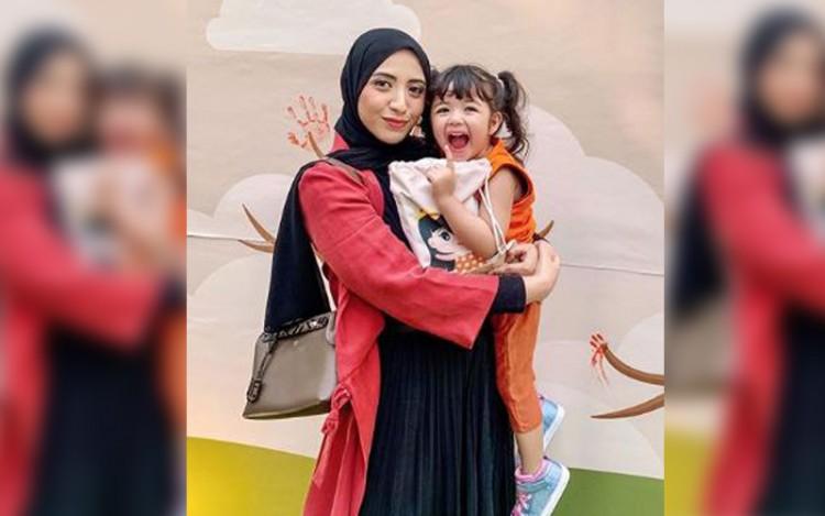 Hamil Anak Kedua, Cantiknya Selebgram Vicky Alaydrus Kenakan Hijab