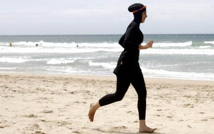 Ke Pantai Tak Harus Membuka Aurat Ini Tipsnya