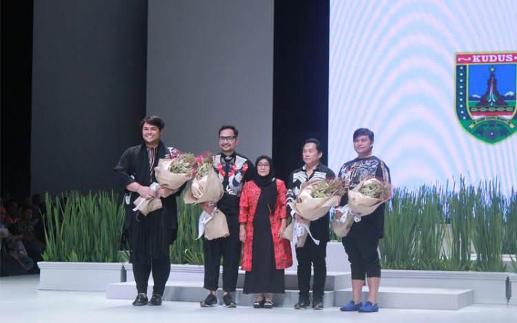 Indonesia Fashion Week 2017 Bawakan Kerajinan Lokal Kerancang Kudus