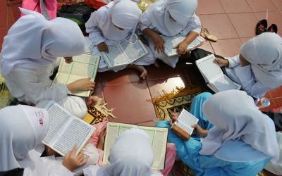 Waktu Santai Jadi Berpahala, Ini 5 Rekomendasi Buku Bacaan Saat Ramadhan