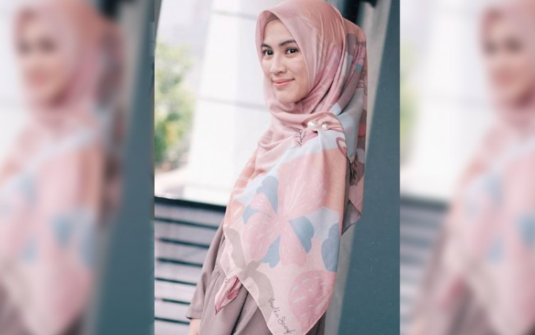 7 Gaya Hijab Syar'i ala Alyysa Soebandono Yang Bikin Adem