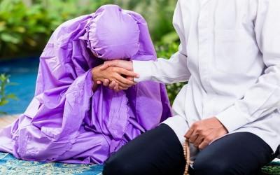 5 Alasan Kamu Harus Cari Pria yang Dekat dengan Ibu
