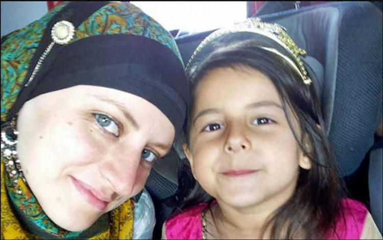 Zara Glucht; Menjadi Muslim Aku Lebih Religius dari Suamiku