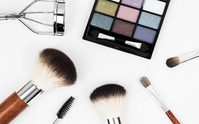 Surprise! 7 Makeup Ini Ternyata Dilarang Untuk Dipinjamkan