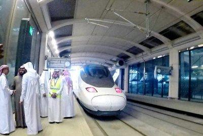 Fasilitasi Jamaah Haji, Saudi Luncurkan Kereta Cepat Al Haramain Makkah-Madinah