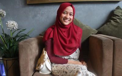 Yuk Kenalan dengan Dinda Firdausa, Desainer Muslimah Cantik Bersuara Indah!