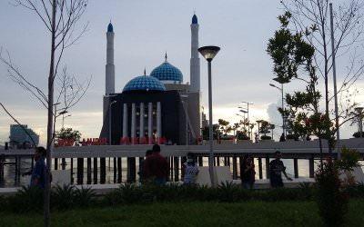 7 Masjid Terindah Diatas Air