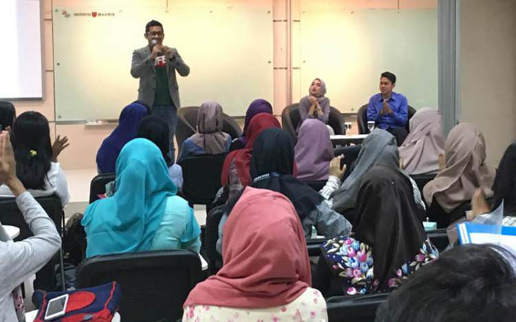 commerce township muslim In addition to the presentations, artwork by muslim students and ing youth from the international academy commerce township #community #networking.