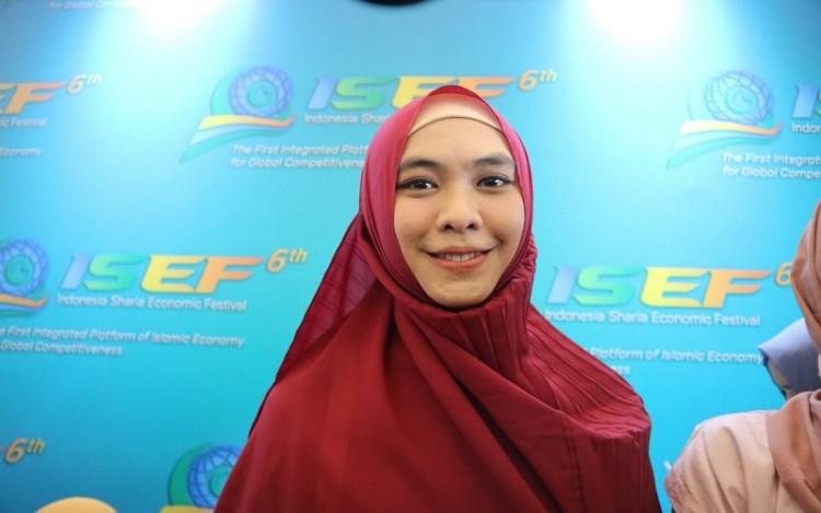 Kolaborasi, Oki Setiana Dewi dan Irna Mutiara Suguhkan Busana Syari'i Di ISEF Suntainable Fashion Show