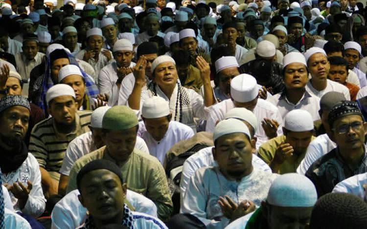 Tangisan Jama'ah Mengiringi Lantunan Doa dan Dzikir Aksi 112