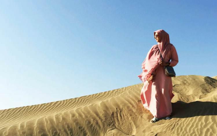 Inilah 5 Adab Muslimah Ketika Keluar Rumah