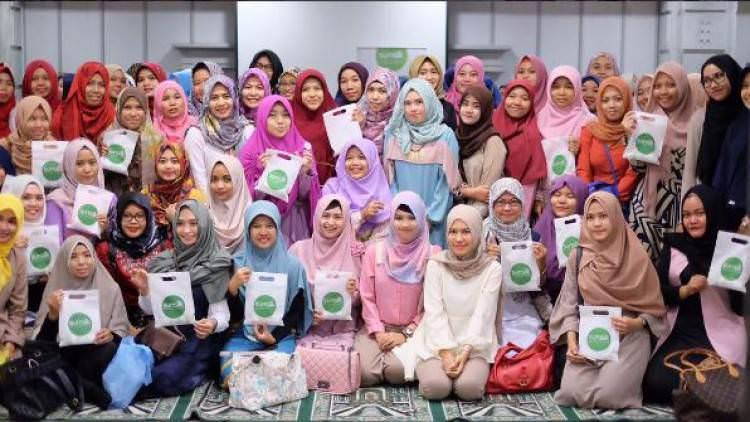 "Hijabers Community ""Pioneer Komunitasnya Para Hijabers"""