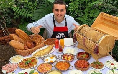 Pesona Burak Ozdemir, Chef Turki dengan senyuman yang menawan