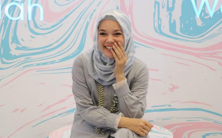 Dewi Sandra Akui Halima Aden Sosok Yang Inspiratif