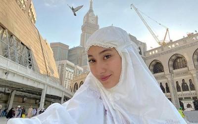 Ibadah Umrah, Cantiknya Naomi Zaskia Kenakan Hijab